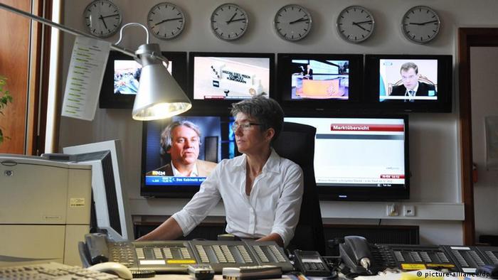 Im Lagezentrum des Krisenstabs des Auswärtigen Amtes (Foto: dpa)