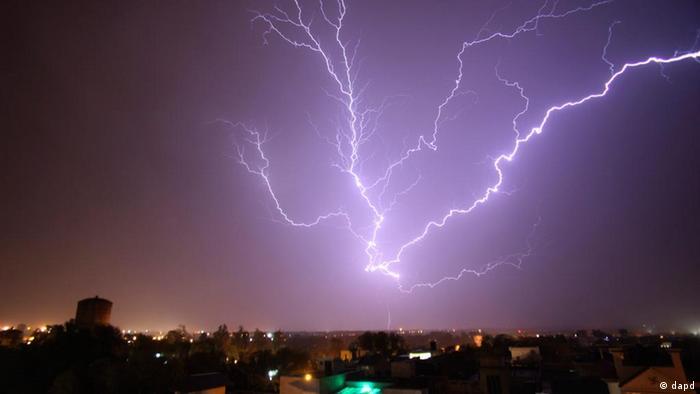 اخیرا ده ها تن در هندوستان در نتیجه رعد و برق جان باخته اند