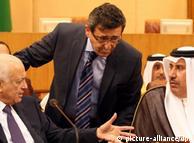 Nabil Alarabi (l.), und Hamad bin Jasim, Außenminister Katars (r.) (Foto: DPA)