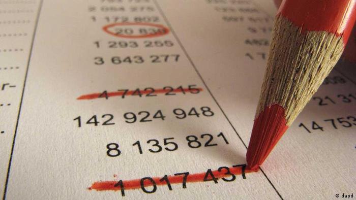 красный карандаш, цифры