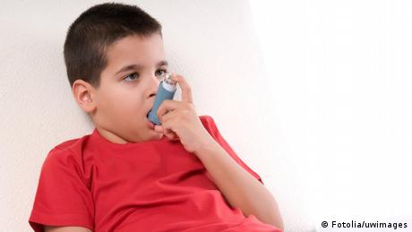A child who suffers from asthma uses an inhaler.