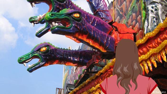 Anna steht vor einer Kirmes-Attraktion mit bunten Drachenköpfen.