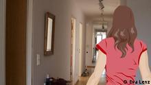 Anna steht in einem Hausflur.