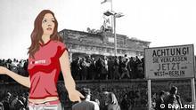 Anna steht vor der Berliner Mauer, auf der feiernde Menschen stehen, im Hintergrund das Brandenburger Tor.