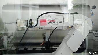 Maschine zur Herstellung künstlicher Haut - aufgenommen im Juli 2011 - Fotografin: Lydia Heller, DW