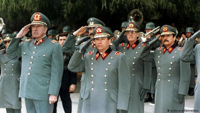 Chile Diktatur General Augusto Pinochet (picture-alliance/dpa)