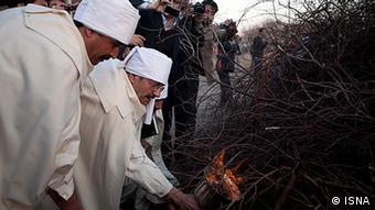 زردشتیان از ماده ۸۸۱ قانون مدنی و اعمال نظرهای غیرقانونی در استخدام ایرانیان غیرمسلمان انتقاد میکنند