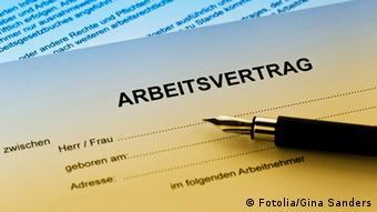 Symbolbild Arbeit Deutschland Arbeitsvertrag