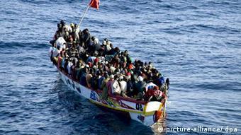 Bootsflüchtlinge auf dem Weg nach Europa (Bild: picture-alliance/ dpa)