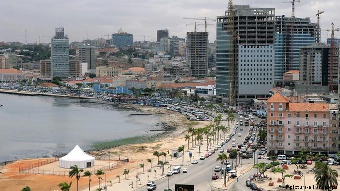 Panorama da cidade de Luanda em 2006