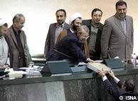 محمود احمدینژاد هنگام تقدیم لایحه بودجه ۱۳۹۱ به مجلس