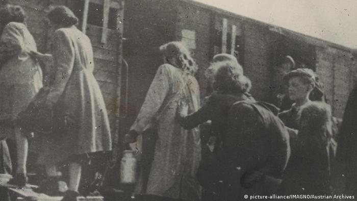 Deportation von jüdischen Frauen und Kindern - Bildergalerie 70 Jahre Aufstand im Warschauer Ghetto