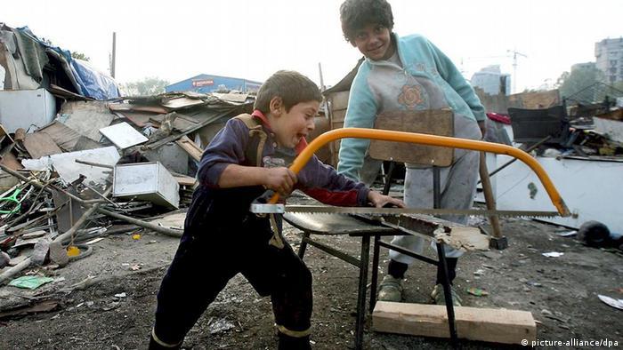 Serbien Sinti und Roma Kinder bei Belgrad