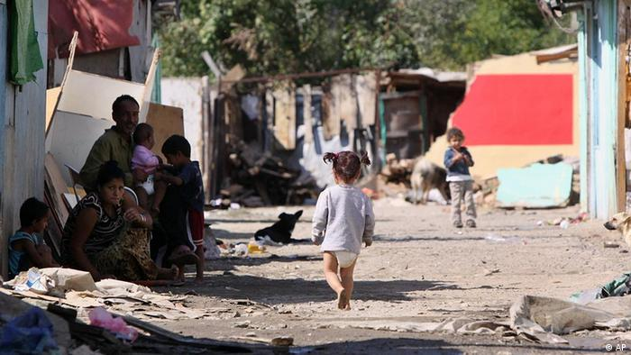 Kosovi Sinti und Roma Kind in Flüchtlingslager in Mitrovica