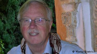 Prof. Wolf Dietrich, investigador del idioma guaraní.
