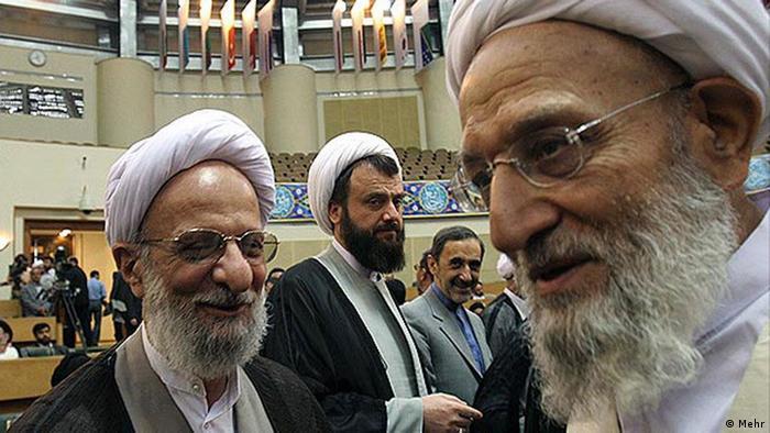 آیتالله مهدوی کنی (راست) و محمد تقی مصباح یزدی