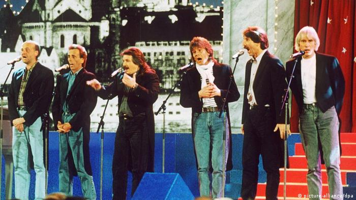 Ein altes Bild der Kölner Band Bläck Fööss während eines Konzerts