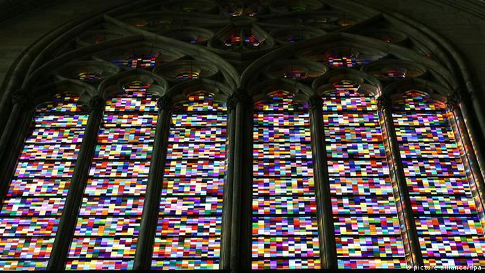 Das von Gerhard Richter gestaltete 113 Quadratmeter große Domfenster  Foto: Oliver Berg dpa/lnw +++(c) dpa - Report+++
