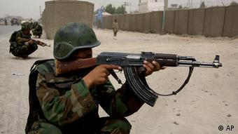 Ushtar afgan në luftime kundër kryengritësve në Kandahar