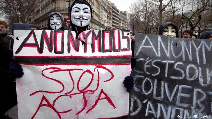 """Демонстрации на """"Анонимните"""" во Париз против АКТА (архива)"""