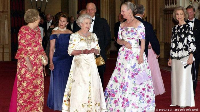 Queen Elizabeth II (center) with (from left) Queen Beatrix of the Netherlands, King Harald of Norway, Queen Margrethe of Denmark and Queen Sofia of Spain