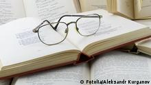 Bücher Haufen Brille