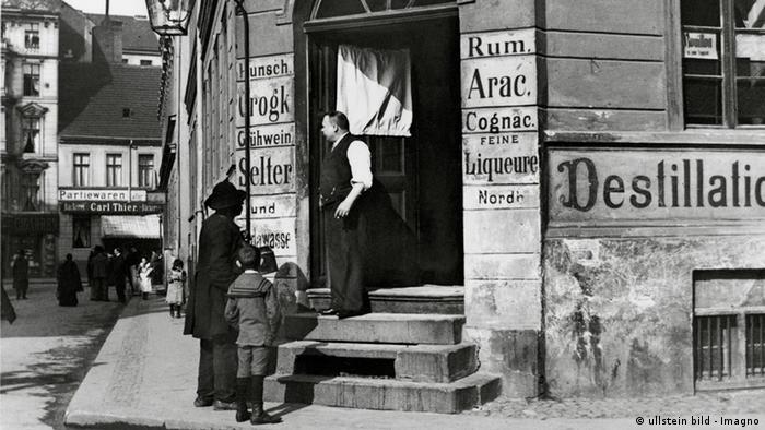 Old Berlin pub in around 1900