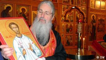 Отец Николай с иконом Александра Мюнхенского