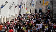People attend the annual International Fair Book at the Morro Castle fortress in Havana, Cuba, Wednesday Feb. 16, 2011. Cuba is in the middle of hosting the 20th edition of its' International Book Fair, which was inaugurated on Feb. 10. (ddp images/AP Photo/Franklin Reyes)