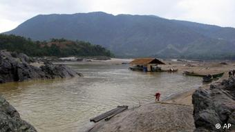: A woman works on the bank of the Irrawaddy River in Kachin State, northern Myanmar (AP Photo/Khin Maung Win)
