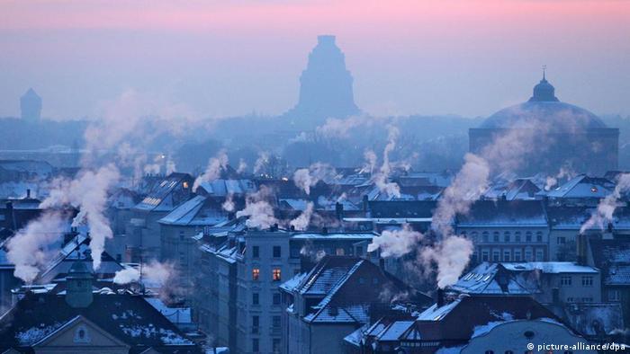 Морозное утро в Лейпциге, где многие дома еще отапливают углем