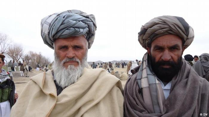 Afghanen in traditioneller Kleidung (Foto: DW)
