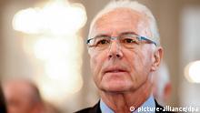 Der ehemalige Fußballer Franz Beckenbauer, aufgenommen am Montag (28.11.2011) in München (Oberbayern). Beckenbauer wurde am Montag (28.11.2011) von Bayerns Sozialministerin Haderthauer mit der Bayerischen Staatsmedaille für soziale Verdienste ausgezeichnet. Beckenbauer unterstützt seit 1982 mit der Franz Beckenbauer Stiftung körperlich und geistig behinderte Menschen. Die Verleihung fand in den Räumen der Residenz statt. Foto: Sven Hoppe dpa/lby +++(c) dpa - Bildfunk+++