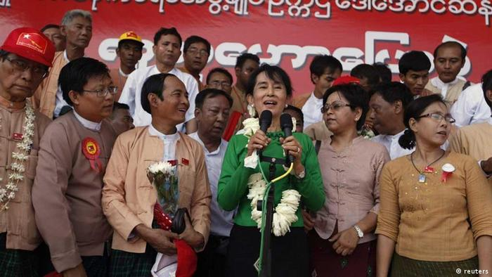 Aung San Suu Kyi, leader of major opposition the National League for Democracy (NLD) party, gives a party speech in a stadium while on a one-day trip to Pathein, the capital of rice bowl Ayeyawady Division, about 176 kilometres (110 miles) west of Yangon February 7, 2012. Her party is running in the upcoming by-elections on April 1 for all 48 vacant seats; 40 in Lower House, six in Upper House and two in provincial parliaments. The 66-year old Noble Peace Laureate herself is running for the Lower House from Kawhmu Township Constituency, and is scheduled to go on a campaign trip in her constituency on February 11. REUTERS/ Soe Zeya Tun (MYANMAR - Tags: POLITICS) eingestellt: sc