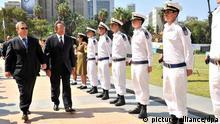 ایهود باراک، وزیر دفاع اسرائیل (چپ) در کنار لئون پانهتا، همتای آمریکایی خود در تلآویو