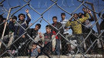 """Kopp: """"Los niños migrantes comparten los centros de reclusión griegos e italianos con adultos, bajo condiciones infrahumanas""""."""