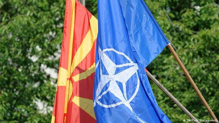Mazedonien NATO Mazedonische Fahne und NATO Fahne