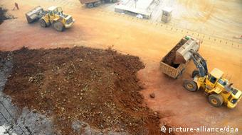 Wheel loaders load trucks with rare earth at the Port of Lianyungang in Lianyungang city, east Chinas Jiangsu province, 6 November 2010.