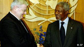 Joschka Fischer in New York Kofi Annan