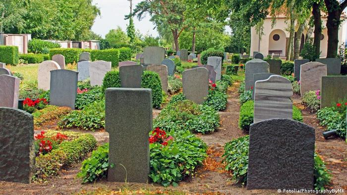 Friedhof Gräber Grab Kapelle