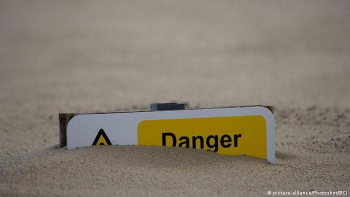 Treibsand Gefahr Schild Sand
