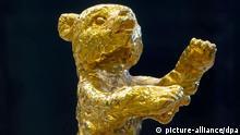 Berlinale 2012 Goldener Bär Preis Trophäe