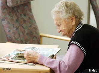 Українки доглядають в Італії старих людей.