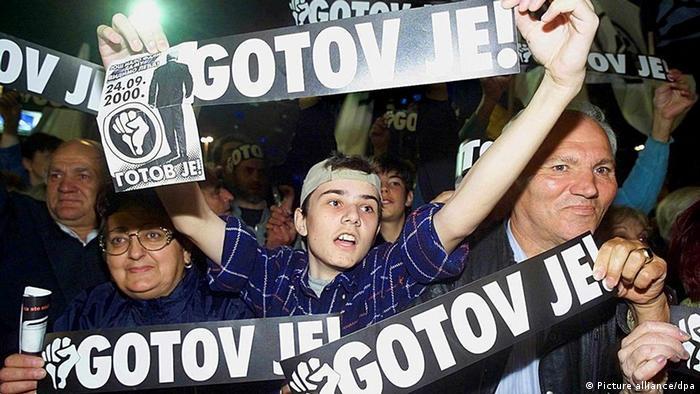 Narodni pokret Otpor je revolucionarnim metodama i pomoću zapadne finansijske pomoći vodio borbu za svrgavanje Slobodana Miloševića sa vlasti 2000. godine.