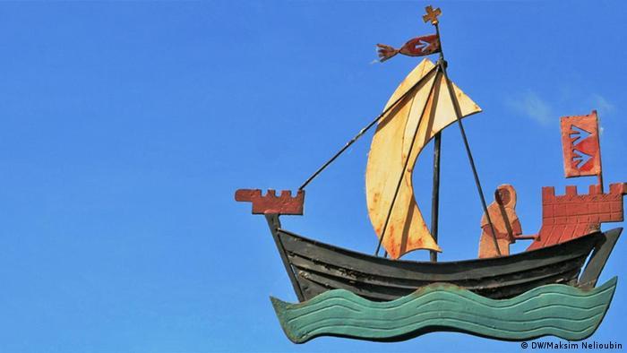 Лодка со средневекового герба Штральзунда на вывеске одного из городских ресторанов