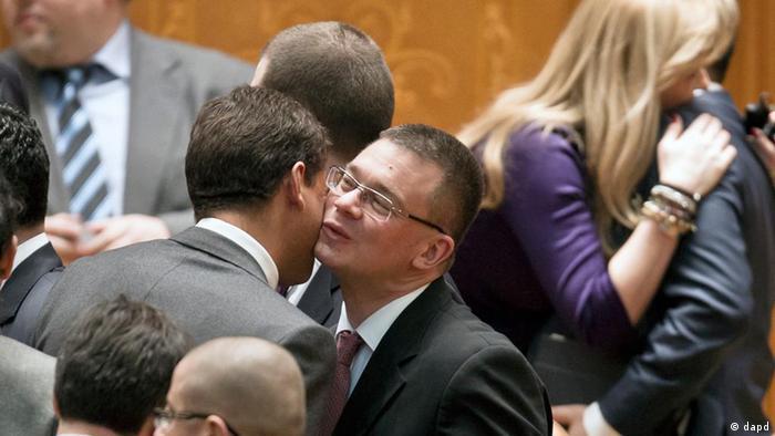 Mihai Răzvan Ungureanu încearcă reconcilierea cu opoziţia