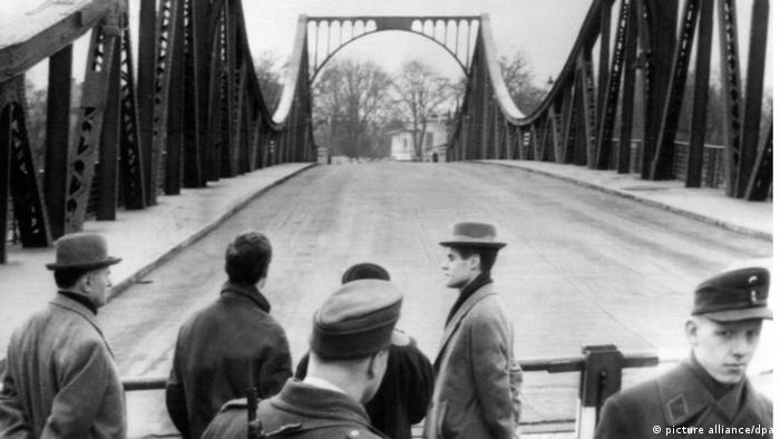 На Глиникском мосту во время обмена Абеля на Пауэрса