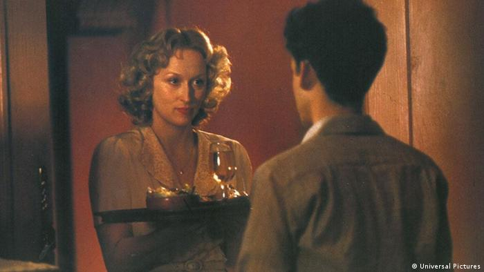 Dva muškarca se zaljubljuju u lijepu Sofiju (Scena iz filma Sofijin izbor, 1982.)