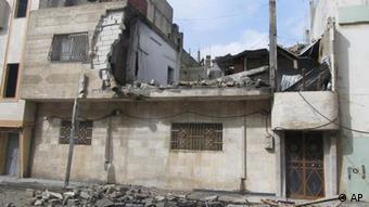 Das Bild zeigt ein zerstrümmertes haus ind er umkämpften syrischen Stadt Homs. Das Foto wurde von einem ungenannten Augenzeugen aufgenommen und von den Local Coordination Committees in Syria zur Verfügung gestellt. Foto:Local Coordination Committees in Syria/AP/dapd