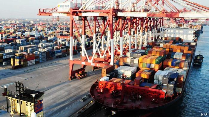 This photo taken Wednesday, Jan. 4, 2012 shows a container port in Qingdao in east China's Shandong province (Photo:AP/dapd) CHINA OUT